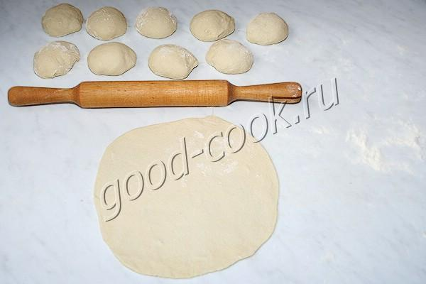 запеченная лепёшка с фаршем по-арабски (лахмаджун)