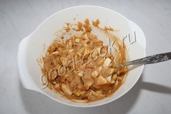 постная яблочная шарлотка на чае или соке