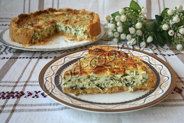 рассыпчатый пирог с зеленым луком и сливочным сыром