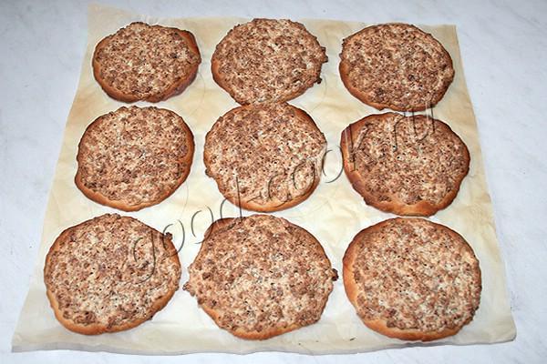 сметанные лепёшки с фаршем и творожным сыром