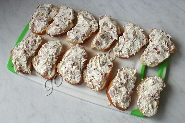 хлебная запеканка с ветчиной, сыром и творогом