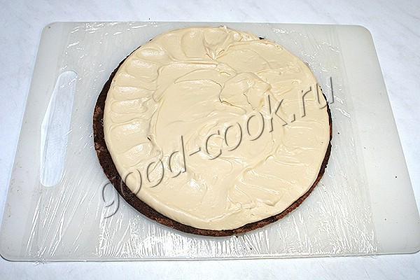 шоколадный торт с ореховым безе и карамельным кремом