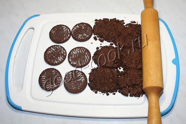 торт с шоколадом и сливочно-ягодным кремом