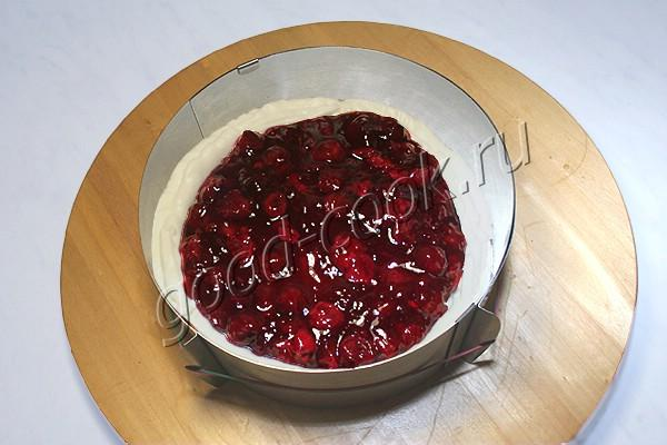бисквитный торт с вишнёвыми прослойками