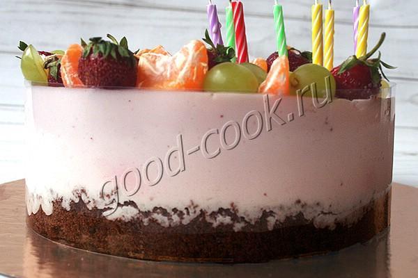 шоколадный торт с клубнично-сметанным муссом