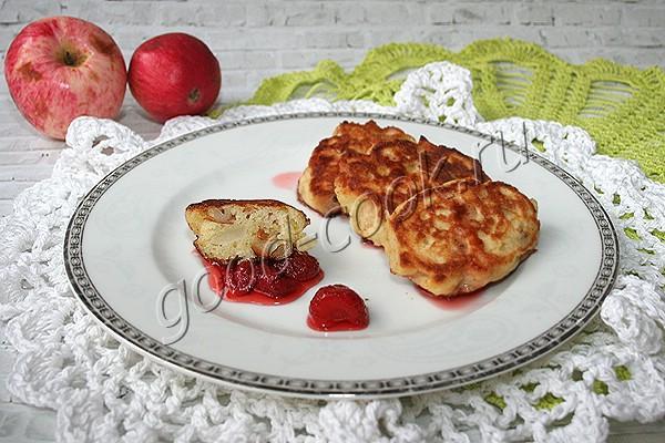 дрожжевые яблочные оладьи на манке