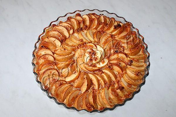 """яблочный пирог с конфетами """"Коровка"""""""