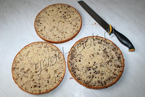 ореховый торт с бананами и абрикосовым джемом