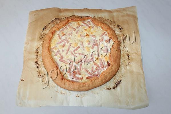 сметанный пирог с плавленым сыром и ветчиной