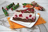 Торт со сметанным муссом на основе из шоколадных пряников