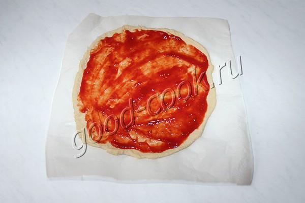 сметанный пирог с копченой колбасой, сыром и яйцами