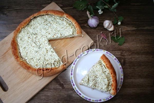 сметанный пирог с творогом, укропом и чесноком