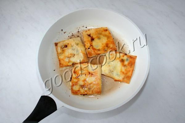 жареные квадратики из лаваша со сладким творогом