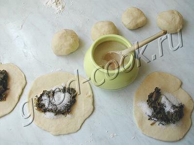 жареные пирожки со щавелем (из творожного теста)