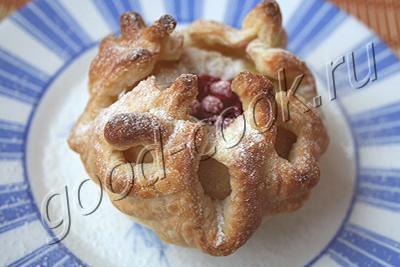 Слойки с яблоками из готового слоеного теста: рецепт с фото | 267x400