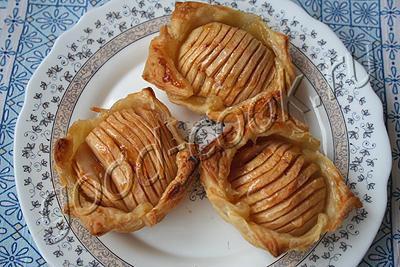 слоёные пирожные с яблоками