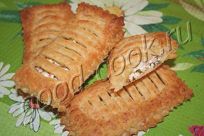 слоеные пирожки с творогом и ветчиной