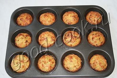 кабачковые кексы с луком и беконом