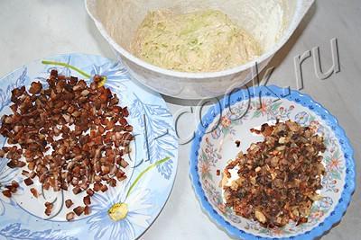 кабачковые лепешки с луком и шкварками