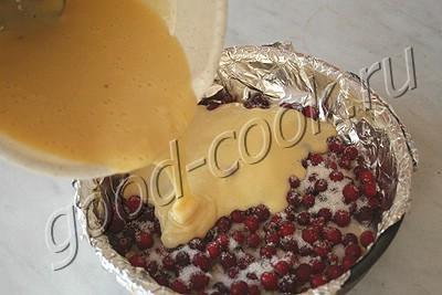 перевернутый пирог с клюквой и орехами