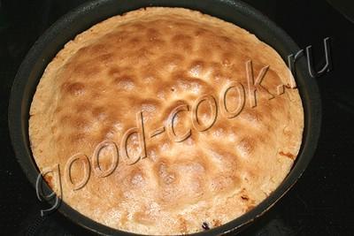 клюквенный перевернутый пирог с итальянской меренгой
