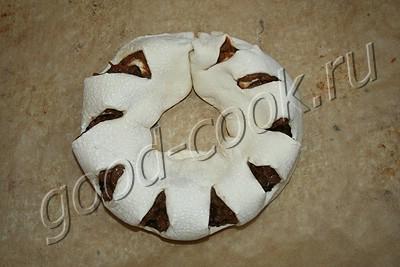 слоеное кольцо с вареньем