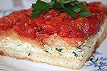 хлебный пирог с творожно-сырной начинкой и помидорами