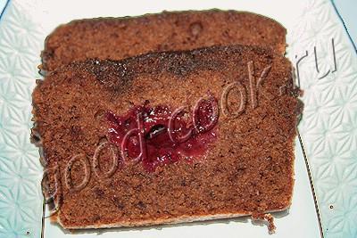 шоколадный кекс с клюквенной начинкой