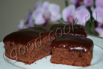 шоколадное пирожное с глазурью