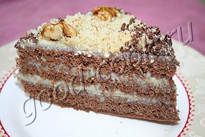 шоколадный торт с белым мягким кремом