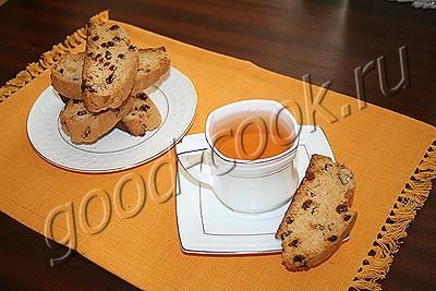 нежные сухарики с орехами и изюмом