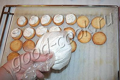 печенье с безе и курагой