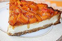 пирог из печенья с творогом и персиками