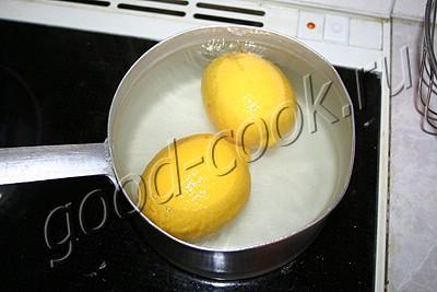 рулетный пирог с яблоками и лимонами