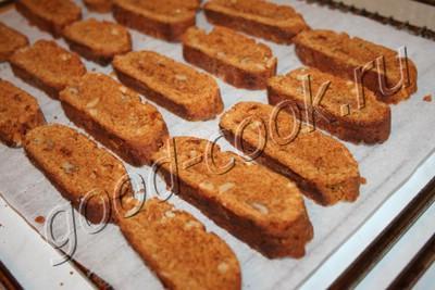 карамельные сухарики с орехами
