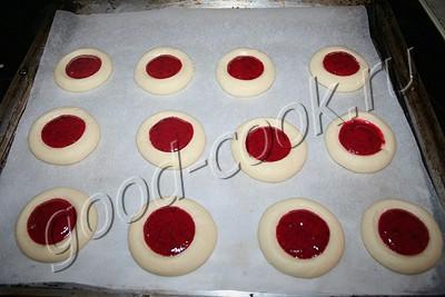 печенье на крахмале с клюквенной начинкой