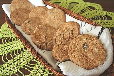 хрустящее печенье с изюмом и орехами