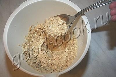 перевернутый пирог с айвой из орехового теста