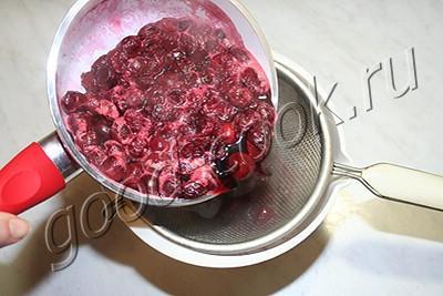 торт с вишневым джемом