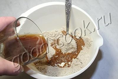 полуржаной постный пирог с солеными грибами