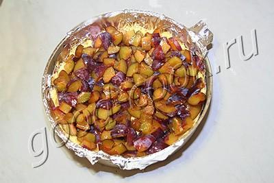 пирог со сливами и творогом