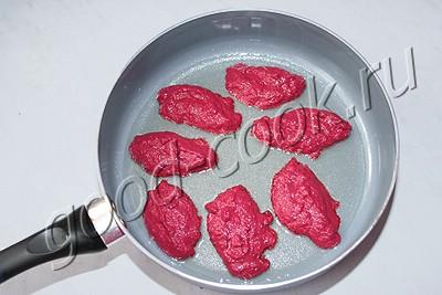 оладьи из сырой свеклы (соленые)