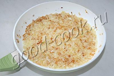 полуржаной постный пирог с солеными огурцами и перловкой
