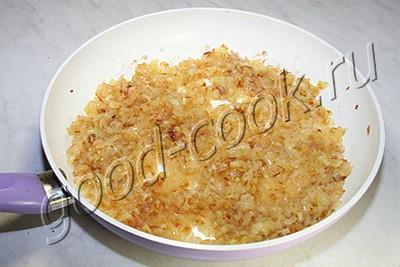пирог из лаваша с томатно-луковым соусом и сыром
