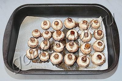 пирожки с грибами и сыром на шпажке