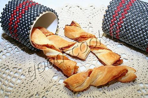 слоеные палочки с карамельными яблоками