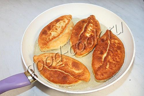 жареные пирожки с зеленым луком и яйцами