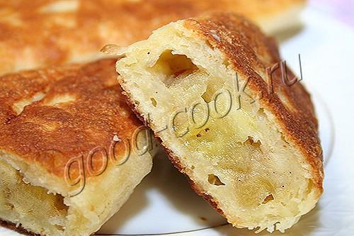 жареные пирожки с бананами