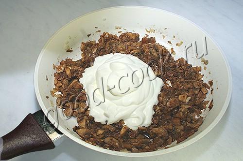 полуржаной пирог с грибами в сметане