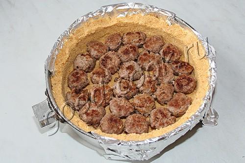 пирог с фрикадельками на галетной основе